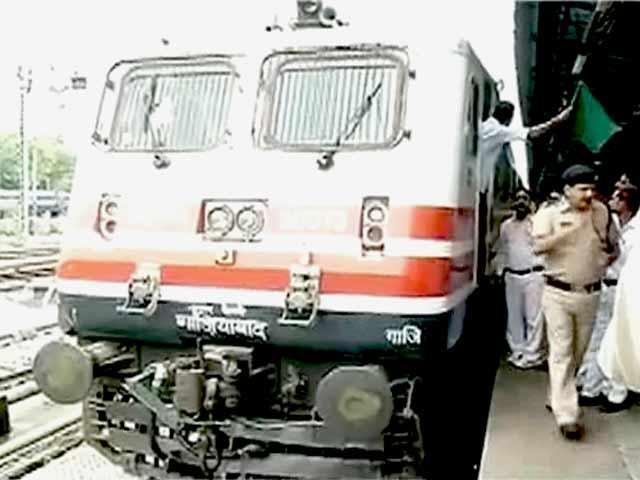 Videos : दिल्ली से आगरा के बीच सेमी बुलेट ट्रेन का ट्राइल रन