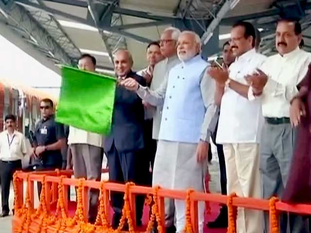 Video : In First Visit to J&K, PM Modi Flags Off Key Train for Pilgrims