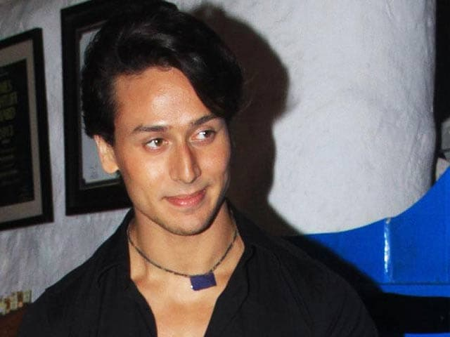 Video : Tiger Shroff Catching Up With the Khans