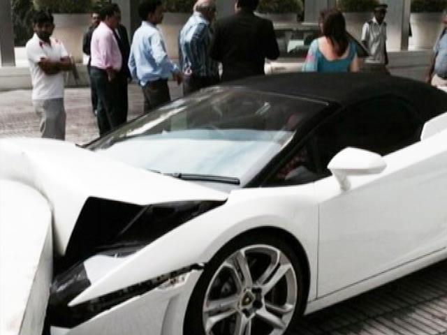 Video : Watch How Valet Crashed Lamborghini Gallardo at a Delhi Hotel