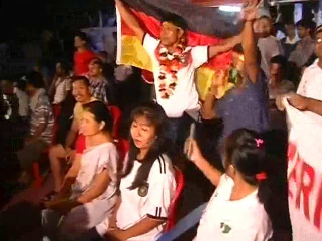Video : Indian Fan Buries Whiskey For German Win