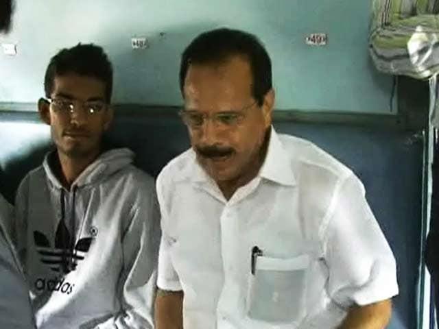 Videos : जनरल कोच में रेलमंत्री