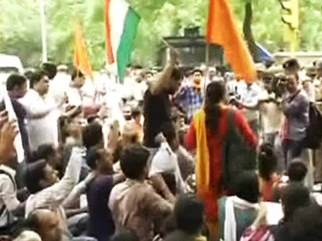 Videos : सरकार ने यूपीएससी से सिविल सेवा प्रारंभिक परीक्षा टालने को कहा