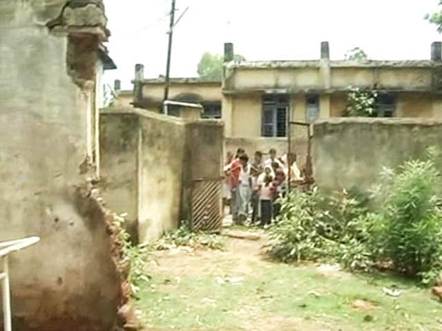 Video : For Five Years Autopsies have been Conducted in Open Air in This Town