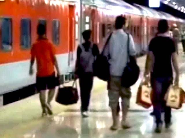 Videos : इंजन खराब होने के कारण सुरंग में फंसी कटरा जाने वाली ट्रेन