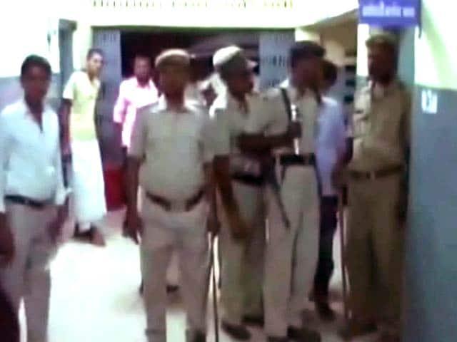 Video : जहानाबाद में भीड़ ने आरजेडी की महिला नेता को पीटा