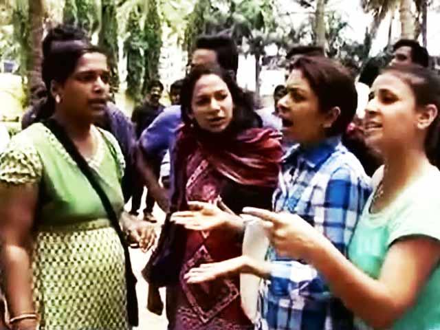 Video : बेंगलुरु के स्कूल में छह-वर्षीय बच्ची के साथ कथित रेप