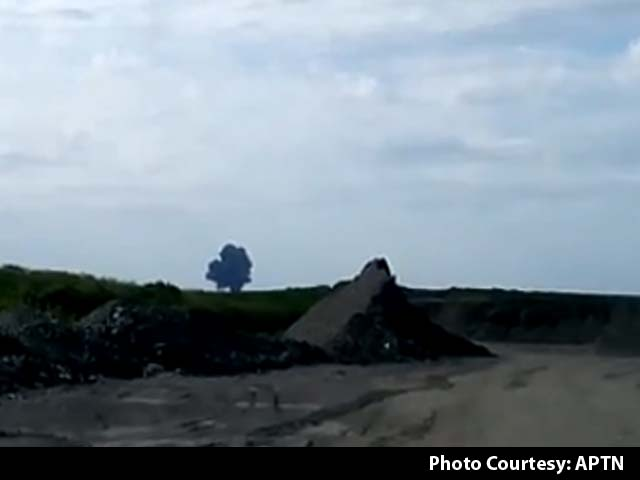 Video : MH17 Shot Down: Amateur Video Shows Explosion