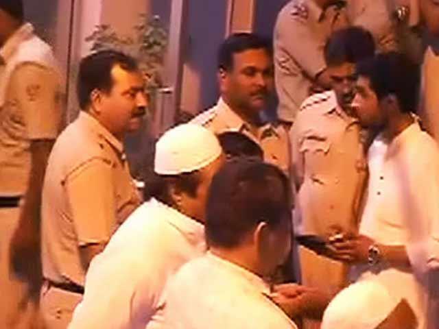 Videos : आप नेता दिलीप पांडे को दिल्ली पुलिस ने किया गिरफ्तार