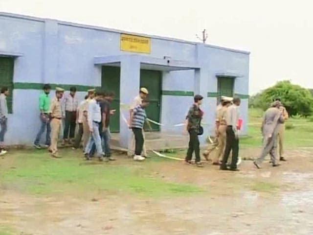 Videos : लखनऊ रेप-हत्याकांड : अस्पताल का सुरक्षा गार्ड हिरासत में...