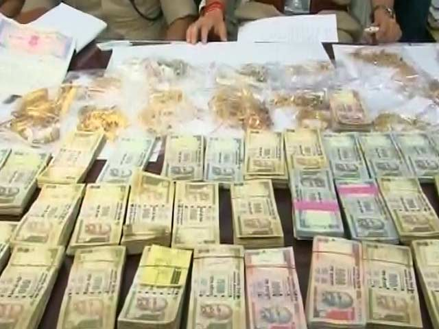 Video : Police Recovers Crores Worth of Loot from Thieves Who Stole From Rabri's Brother