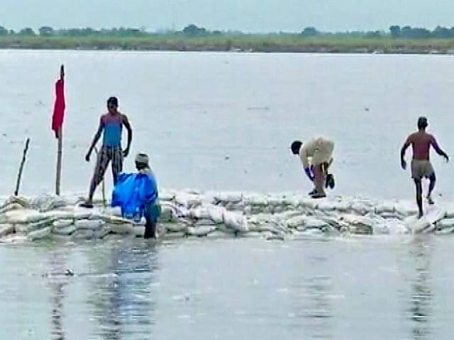 Videos : बदायूं केस : पानी का स्तर बढ़ने से शव निकालने में मुश्किल