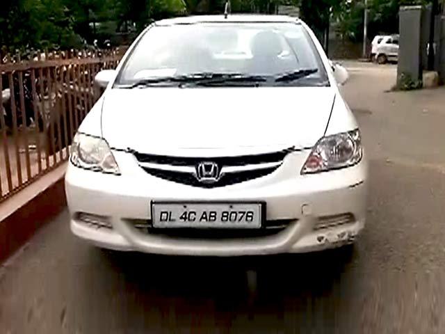 Videos : दिल्ली : होंडा सिटी कार से मिले तीन दोस्तों के शव