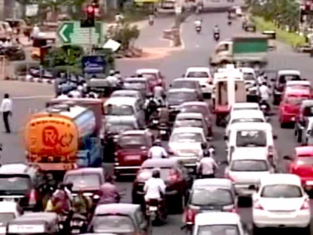 Video : Chennai Builders vs Traffic Police