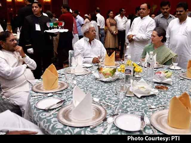 Video : Sonia Gandhi Holds Iftar, Shares Table With Sharad Yadav and Lalu