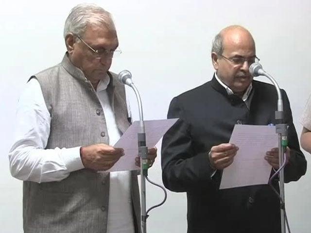 Video : Another Khemka. Haryana Bureaucrat Challenges Chief Minister Hooda