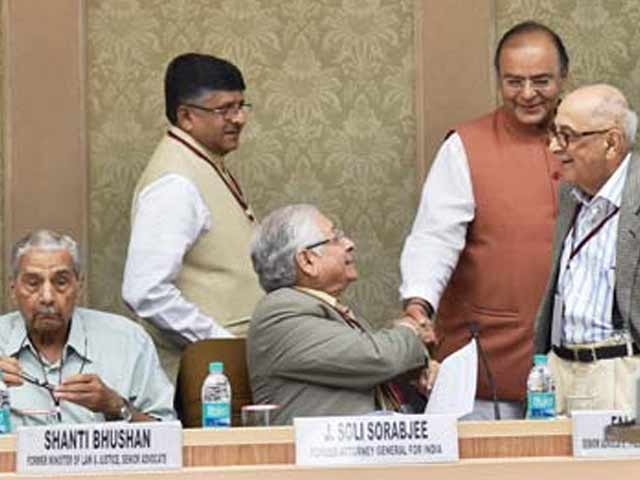 Video : Top Judges Agree With Government: 'Collegium System Must Go'