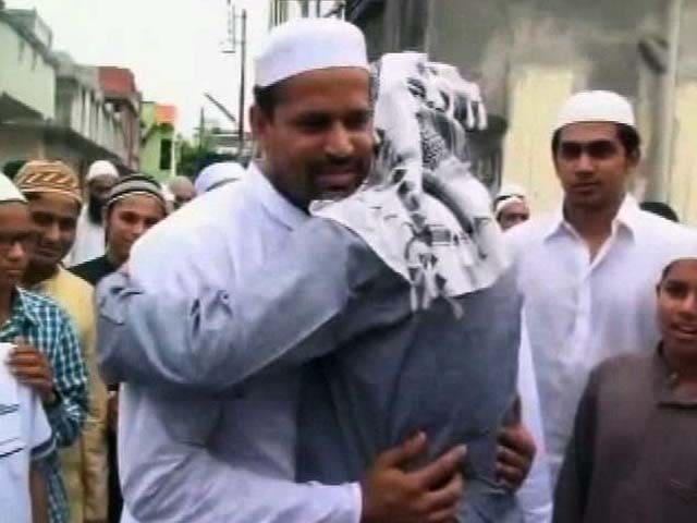 Video : Pathan Brothers Celebrate Eid at Hometown Baroda