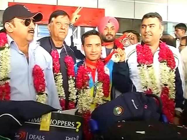 Video : CWG 2014: Indian Shooters Return Home to Warm Reception