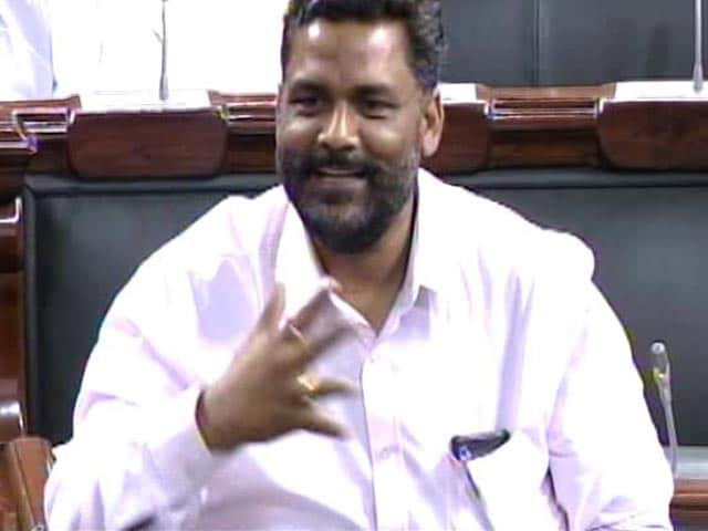 Video : UPSC Exam Row: MP Pappu Yadav Throws Paper Bits At Speaker