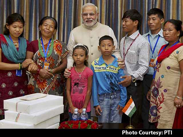 Video : In Nepal, PM Modi Reunites Jeet Bahadur with His Family after 16 Years