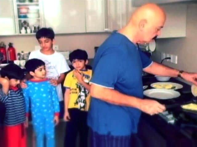 Video : Hrithik Roshan's Picture Perfect Family Portrait