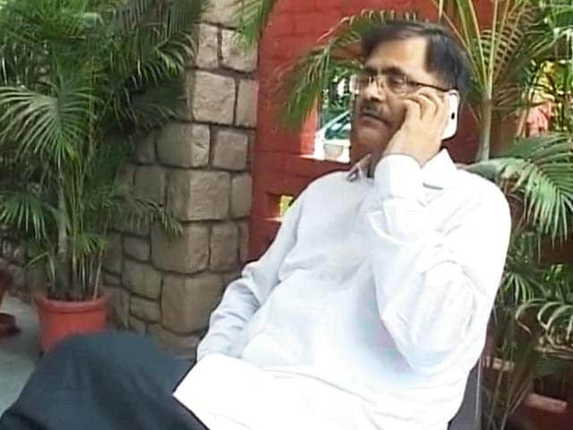 Video : 60 Transfers in 30 Years: Haryana Officer Who Challenged Chief Minister Shunted Out Again