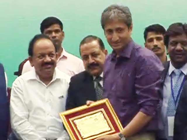 Videos : डीएमए ने किया रवीश कुमार को सम्मानित