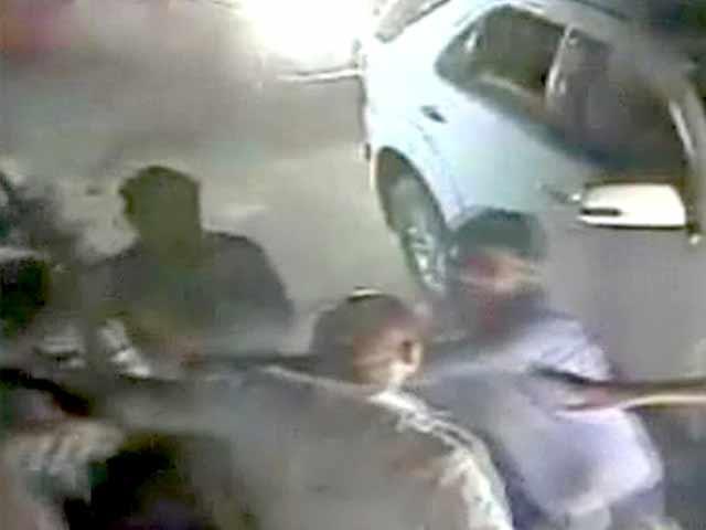 Videos : कैमरे में कैद : टोल प्लाजा पर विधायक की गुंडागर्दी