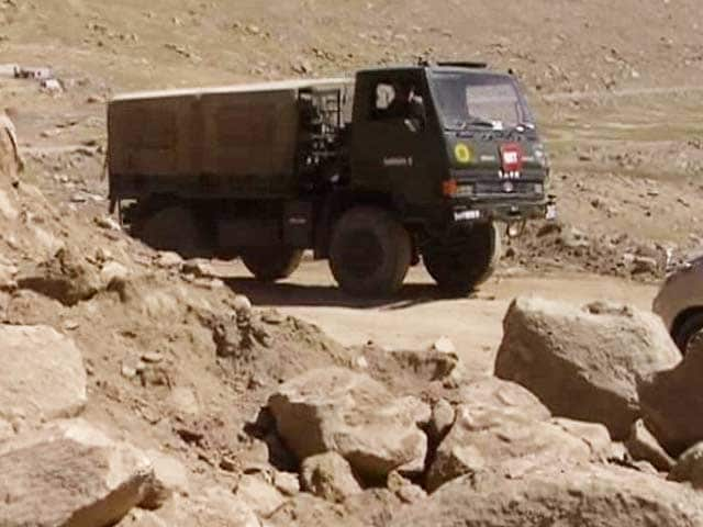 Video : Near the Border in Ladakh, Soldiers Challenged by Lack of Roads