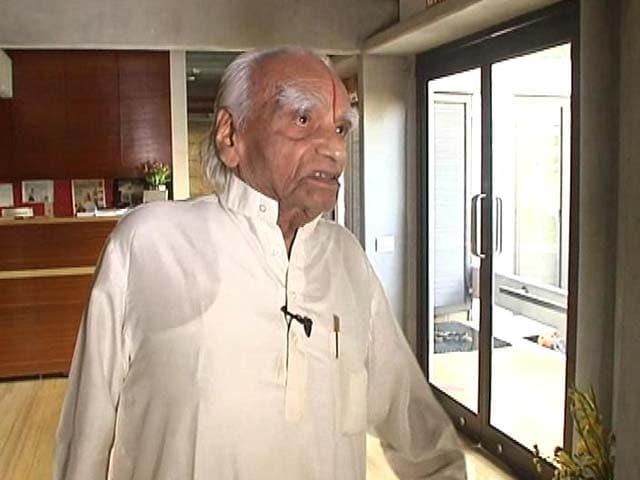 Video : Yoga Guru BKS Iyengar Dies at 95