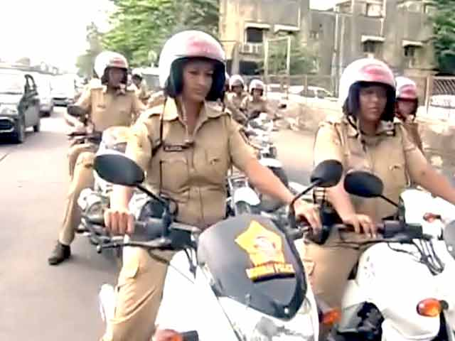 Videos : मुंबई की सड़कों पर अब महिला बीट मार्शल्स भी