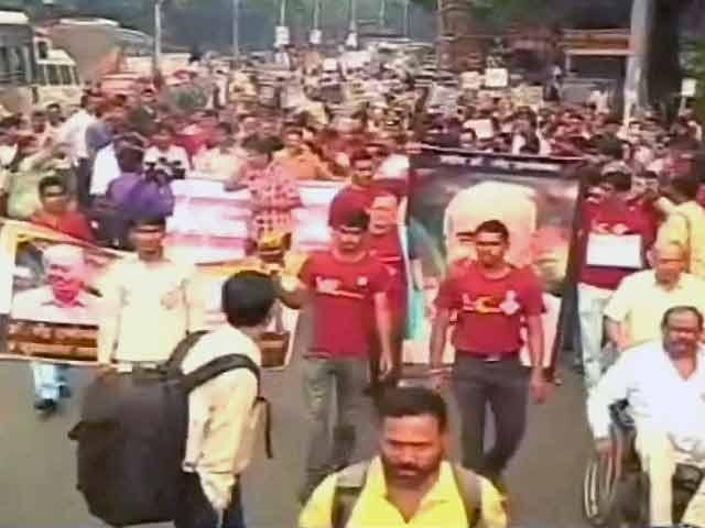 Videos : पुणे : दाभोलकर की याद में निकला जुलूस