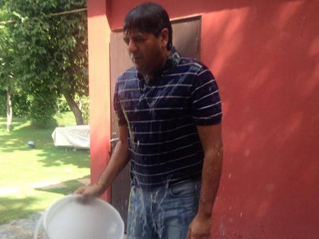 Video : That's Cold: Vikram Chandra's Ice Bucket Challenge