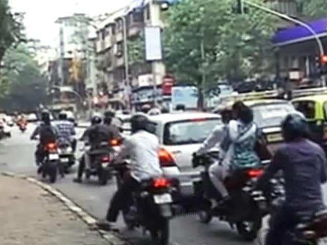 Videos : सड़कों पर गड्ढों को लेकर अब जागी बीएमसी