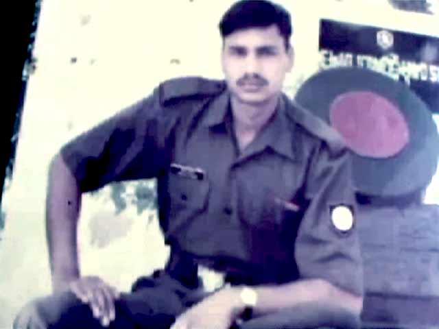 Videos : शहीद नायक नीरज राघव के परिजन अंतिम संस्कार न करने पर अड़े