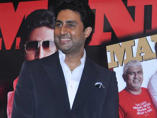 Video : Abhishek Bachchan Plays the Perfect Co-star