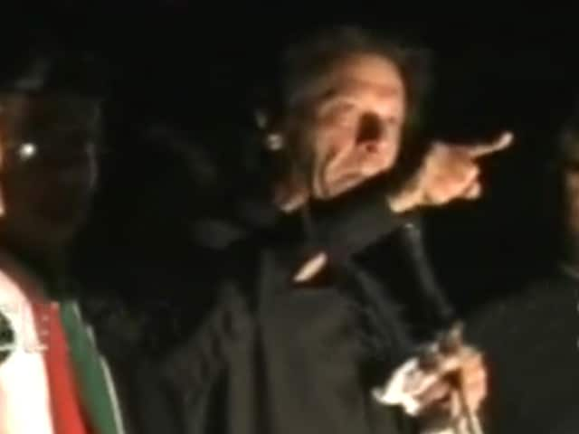 Video : Pakistan Crisis: Imran Khan Refuses to End Protest, 300 Injured in Overnight Clashes