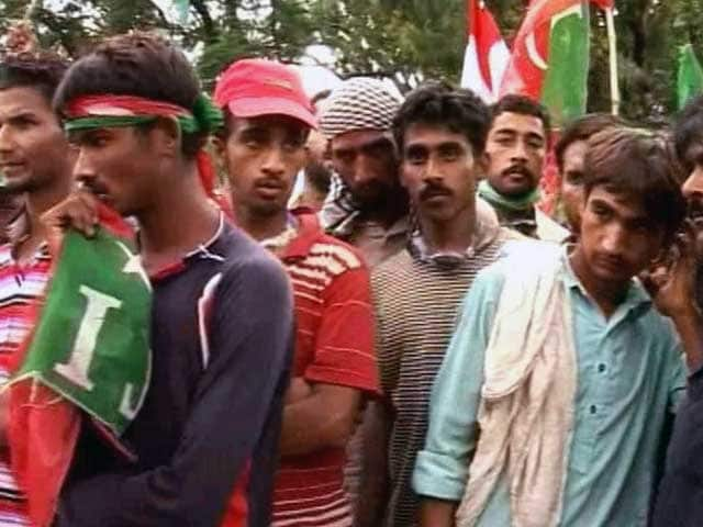 Video : Pakistan Anti-Government Protesters Camp Outside Parliament