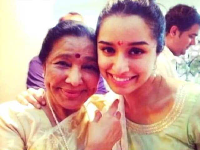 Shraddha Kapoor's Family Time with Grand Aunt Asha Bhosle