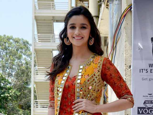 Video : Alia Bhatt Awaits Right Script to Work with Sister Pooja
