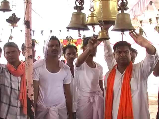 Video : Men Arrested For Converting to Islam Become Hindus Again