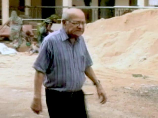 Video : वृद्धाश्रम में बापू के पोते