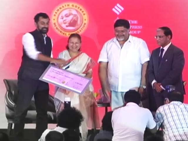 Videos : एनडीटीवी के पांच पत्रकारों को रामनाथ गोयनका सम्मान