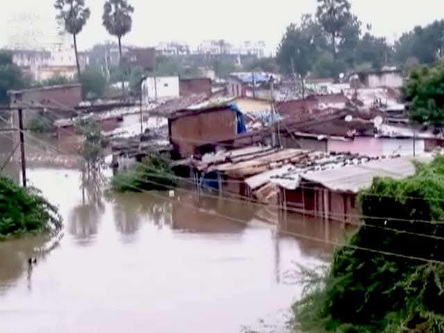 Video : गुजरात में भारी बारिश से निचले इलाकों में पानी भरा