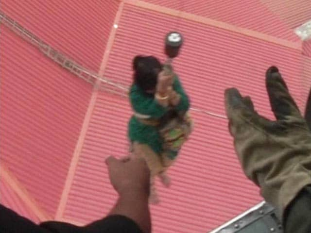 Video : Kashmir Floods: Family's Dramatic Air Rescue After 4 Days on Rooftop