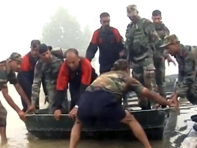 Video : श्रीनगर में सेना के बचाव अभियान के साथ NDTV टीम