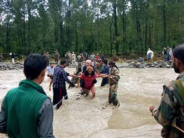 Videos : इंडिया नौ बजे : जम्मू कश्मीर में पानी कम हुआ, पर दर्द नहीं