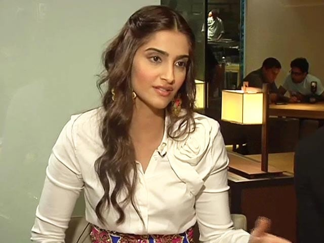 Video : Sonam Kapoor Supports Deepika Padukone on 'Cleavage' Controversy