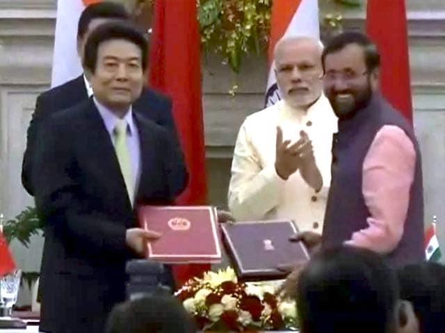 Video : खबरों की खबर : दिल्ली में दोस्ती, एलएसी पर तकरार